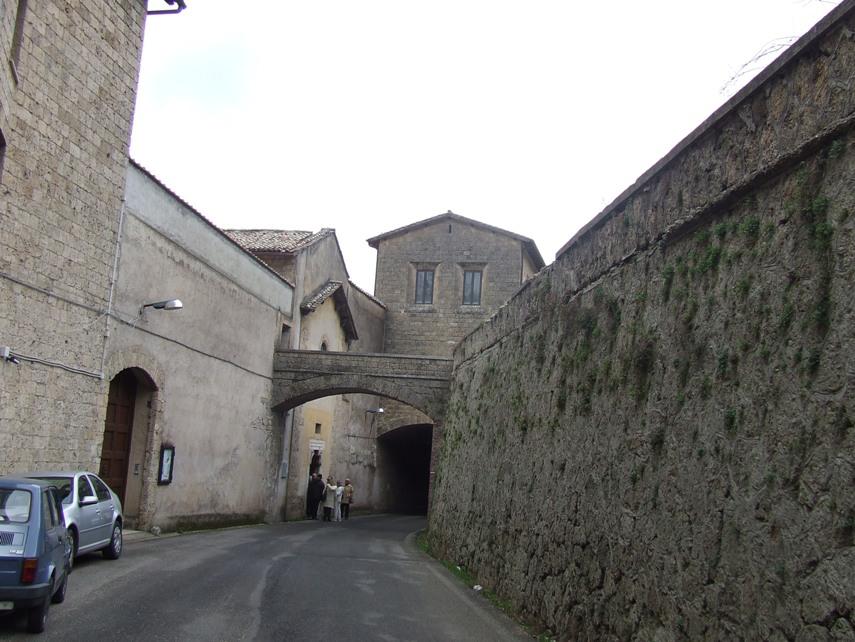 который-то из пап запретил женским монастырям быть вне городов