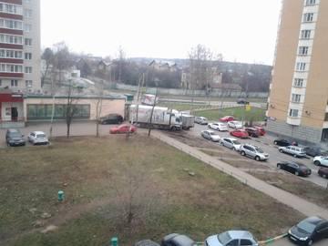 50 лет Октября-разбили машинами весь газон