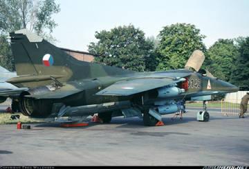 МиГ-23БН (32-23) - истребитель-бомбардировщик ZM6um