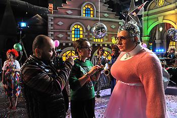 Верка Сердючка Розовый свитер