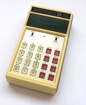 """В конце 1975 года в Советском Союзе был создан первый инженерный микрокалькулятор  """"Электроника Б3-18 """"."""